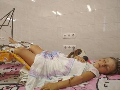 Чернівчани просять допомогти мамі з донькою, які постраждали у ДТП
