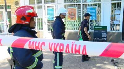 У відділенні «Ощадбанку» на Руській знайшли підозрілий пакунок
