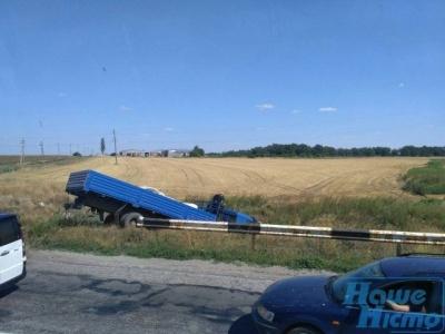 На Запоріжжі некерований КамАЗ протаранив маршрутку з відпочивальниками: загинули четверо дітей - фото