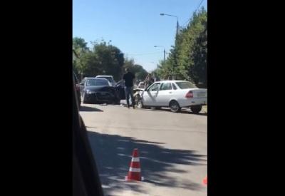 ДТП у центрі Новоселиці: зіткнулись два легковики - відео
