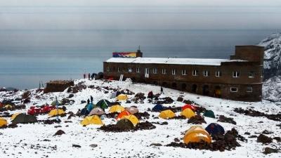 На грузинському курорті посеред літа випав сніг: неймовірні кадри