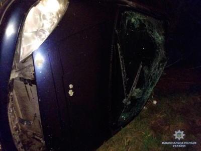 Вночі на Буковині перекинувся легковик: жінка-водій загинула на місці
