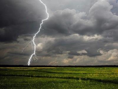 Штормове попередження у західних областях. На Буковині можливі грози і шквали