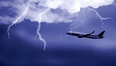 У літак з російськими туристами влучила блискавка