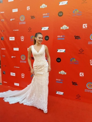 Кіно-карнавал у Чернівцях: червоною доріжкою пройшлися відомі українські актори - фото