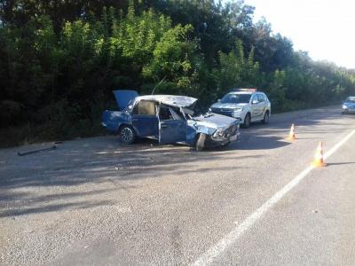 У Чернівецькій області ВАЗ перекинувся після зіткнення з «Москвичем» - фото