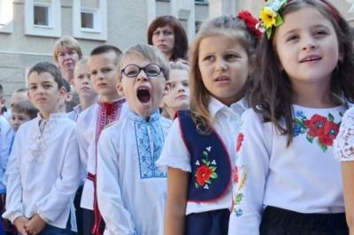 Нові парти й конструктори для школярів: як Буковина готується до нового навчального року