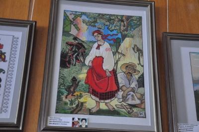 Кобзар з мільйонів хрестиків. У Чернівцях відкрили унікальну виставку вишиваних портретів Тараса Шевченка