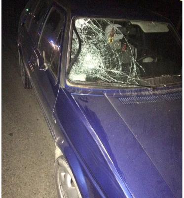 На Буковині посеред ночі чоловік опинився під колесами легковика