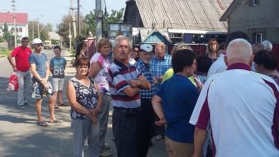 У Чернівцях жителі Садгори влаштували пікет через поганий стан дороги - фото