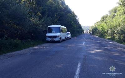 Досі в реанімації: стало відомо про стан жінки, яка випала з маршрутки у Чернівцях