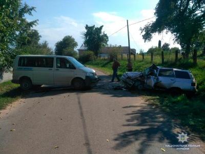 ВАЗ перетворився на брухт: у ДТП на Буковині постраждали дві сестри й 2-річна дитина