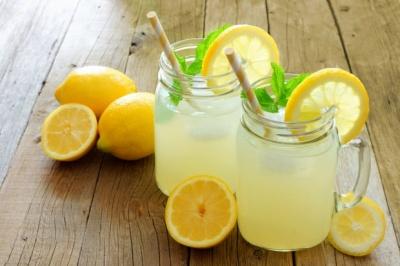 Рятуємось від спеки смачно: 5 освіжаючих напоїв в домашніх умовах