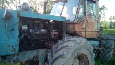 На Буковині під час роботи загинув тракторист: на схилі гори його викинуло з кабіни