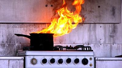У Чернівцях подружжя отримало опіки гарячою олією під час гасіння пожежі на кухні
