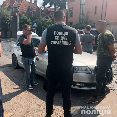 Хотіли підкупити прикордонників: у Чернівцях «на гарячому» затримали контрабандистів - фото