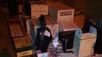 У Києві викрили дівчину, яка продавала контрафактний «елітний» алкоголь через соціальні мережі