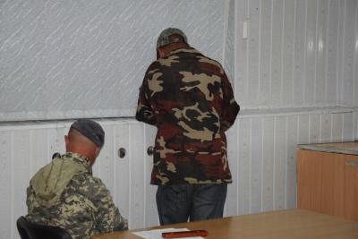 Везли п'ятьма кіньми: на Буковині затримали контрабанду цигарок - фото