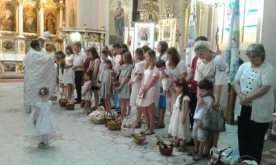 У Головному храмі УГКЦ у Чернівцях віряни освятили кошики з фруктами - фото