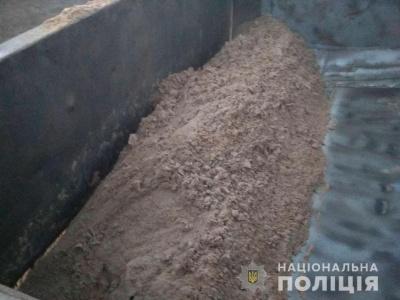 На Буковині поліція на гарячому впіймала крадіїв корисних копалин