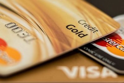 У НБУ пояснили, чому українці стали менше розплачуватися картками