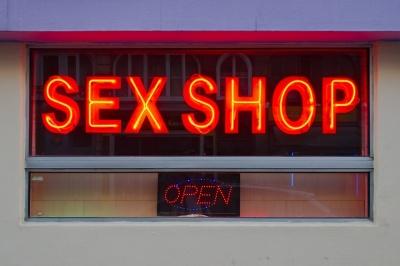 Хто частіше відвідує секс-шопи: цікава статистика