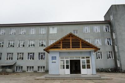Новий дах школи і система сортування сміття: як ОТГ на Буковині успішно реалізовує міжнародні проекти - фото