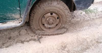 Накидали «їжаків»: на Буковині контрабандисти пробили колеса в автомобілі прикордоннників