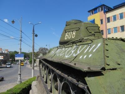 Міськрада має намір заборонити знесення радянських пам'ятників у Чернівцях