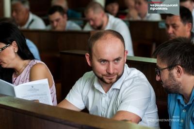 Курйоз на сесії: у Чернівцях депутат переплутав День Незалежності з Днем Конституції - відео