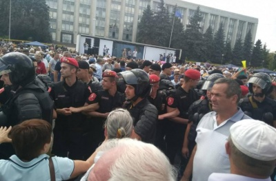 Масові протести в Молдові: в центрі Кишинева прихильники опозиції встановлюють намети - фото, відео