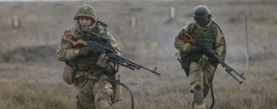 Українські військові підірвались на мінах на Донбасі: є загиблі та поранені