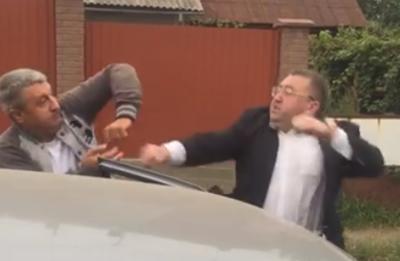 У Чернівцях чиновник ОДА посеред вулиці влаштував розбірки з таксистом - відео