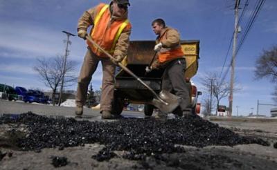 Омелян розповів, скільки коштує ремонт доріг в Україні