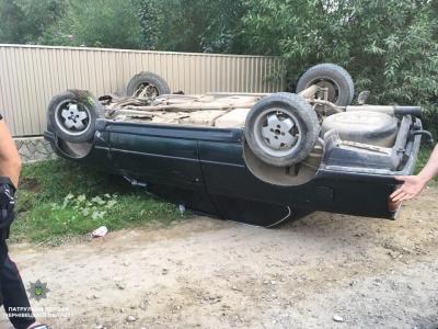 Перекинув іномарку: у Чернівцях п'яний водій не впорався з керуванням