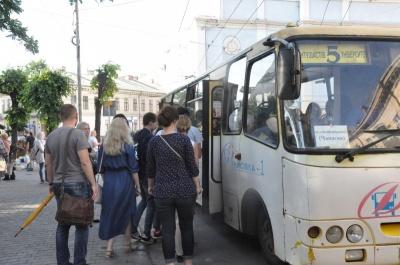 Новий тариф за проїзд: у Чернівцях лише троє перевізників подали обгрунтування