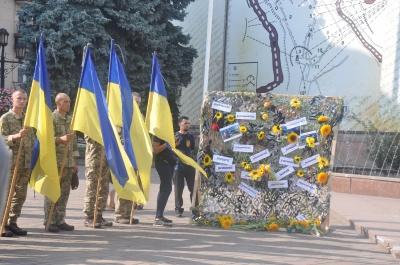 На Центральній площі вшанували загиблих під Іловайськом: серед них троє чернівчан - фото