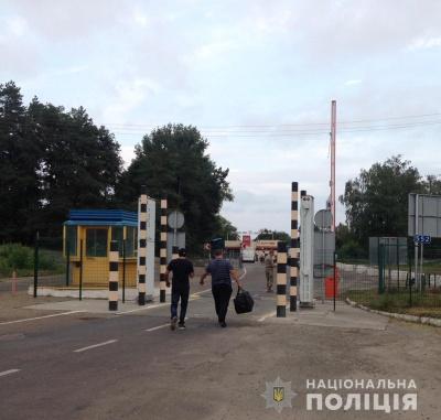 Поліція Буковини примусово повернула додому двох нелегалів