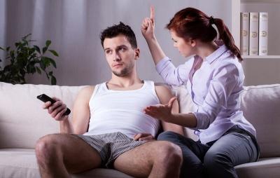 Як телевізор та смартфони впливають на подружнє життя