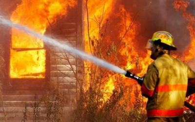У Чернівцях через коротке замкнення вщент згоріла дача