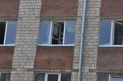 Довжелезні черги і жахливі кімнати: як студенти ЧНУ поселялися у гуртожитки - фото