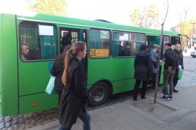 Від сьогодні у Чернівцях вартість проїзду в маршрутках становитиме 5 гривень