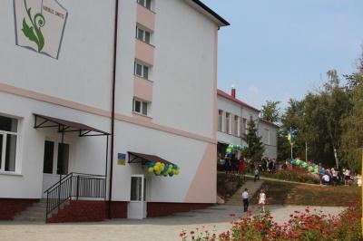 На Буковині відкрили школу, яку будували 8 років