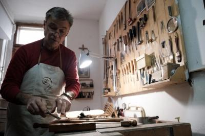 Від працівника заводу до всесвітньо відомого творця скрипок: Ukraїner зняв ролик про буковинського майстра
