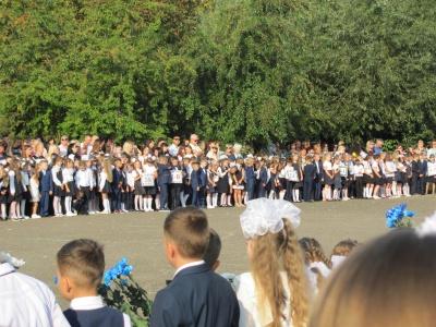 Вишиванки, квіти і дитячі посмішки: як пройшов Перший дзвоник у школах Чернівців - фото