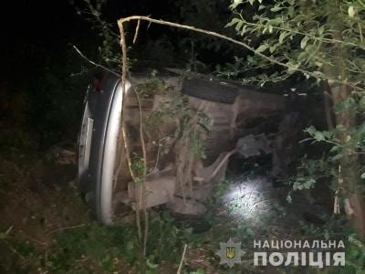 Чернівчанин на «Chevrolet» перевищив швидкість і перекинувся: пасажирка в лікарні