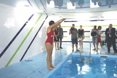 Замість фізкультури - плавання: у Чернівцях у ліцеї відкрили сучасний басейн - фото