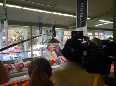 У Чернівцях «Ревізор» інспектує супермаркет: продавці напередодні закрили відділ випічки - фото