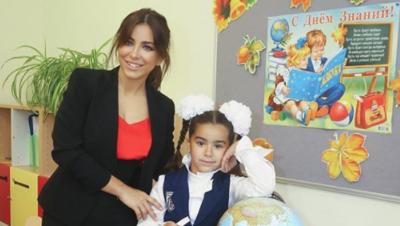 Співачка з Буковини віддала свою дочку в перший клас російської школи - фото