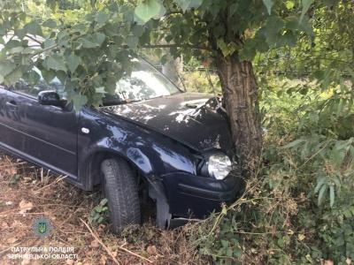 Врізався у дерево і збрехав, що авто вкрали: у Чернівцях поліція затримала ще одного п'яного водія